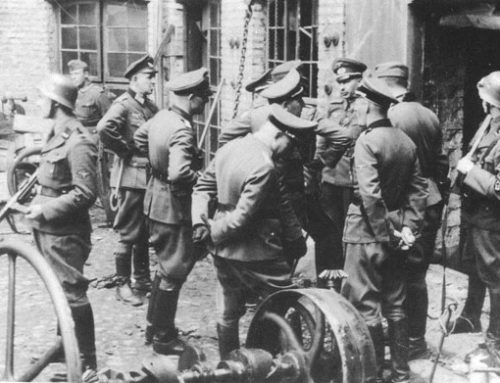 German SS and Army officers in discussion in Warsaw
